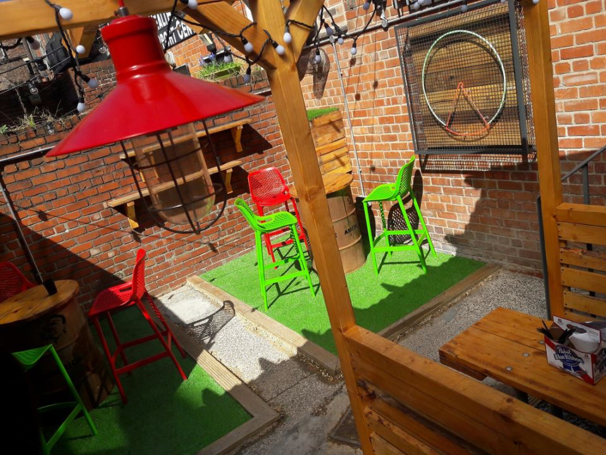 Amercian Pizza Slice - outdoor lunch venues in Liveprool